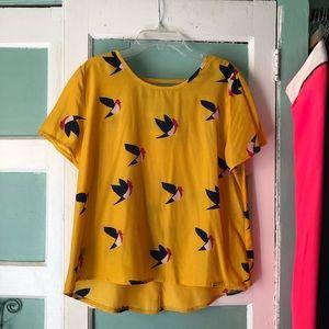 Tops - Cute Yellow Bird Fun Top Sz Medium